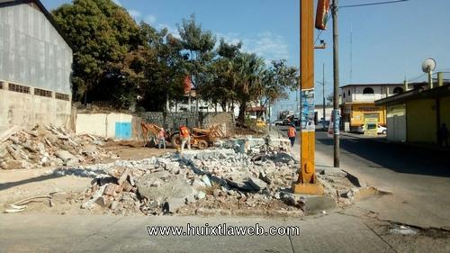 Protestan por construcción de gasolinera en el centro de Huixtla