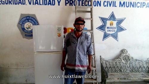 Inquilino salvadoreño roba refrigerador