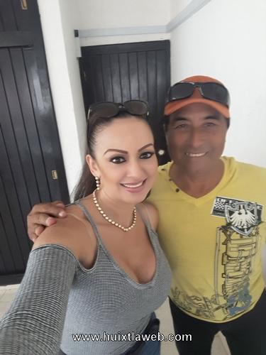 """Mar Sandoval """"la cumbia tiene cara de mujer"""", visitó los estudios de la bestia grupera en Huixtla"""