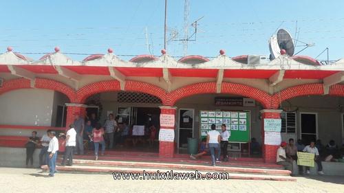 Maestros Piden destitución de supervisora escolar en Tuzantán