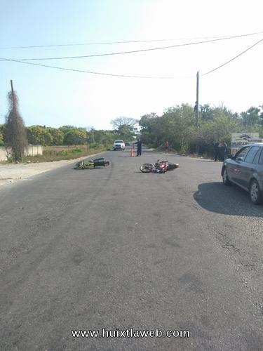 Tres lesionados al chocar motocicletas en Mazatán