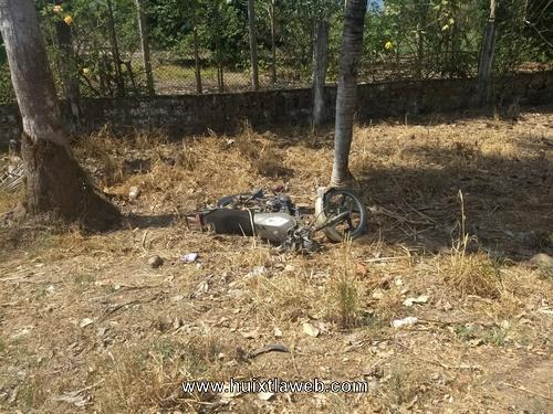 Dos lesionados en accidente de motocicleta carreta al Ingenio