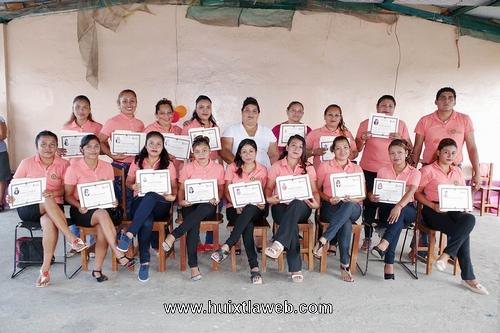 Concluye curso de belleza en Colonia Hidalgo de Villa Comaltitlan