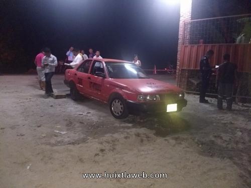 Ebrio Motociclista choca contra taxi de Tuzantán
