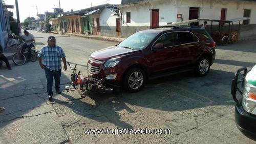 Motociclista atropellado por un vehículo