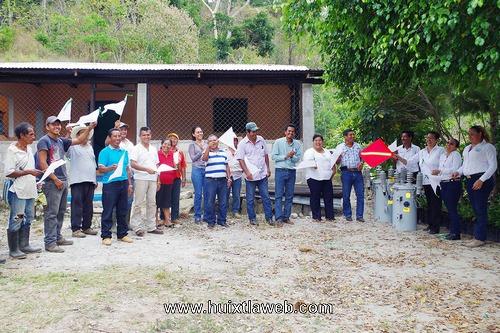Banderazo de inicio de obra en la localidad Los Tocabiles