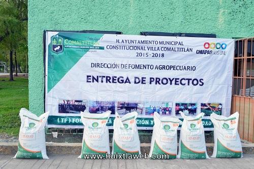 Fomento agropecuario de Villa Comaltitlán hizo entrega de fertilizante
