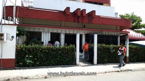Desalojan delegación de hacienda de Huixtla