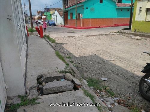 Desde hace un año quedó abandonada construcción de calle