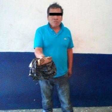 Sujeto detenido con droga en cantina de Huixtla