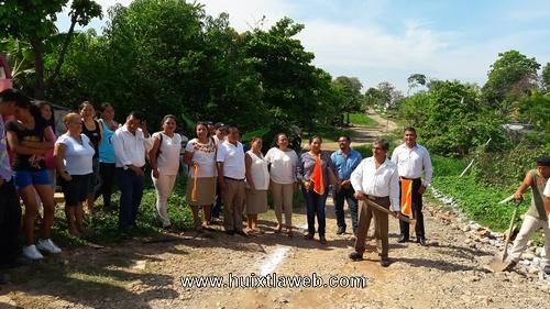 Inician pavimentación de calle en Jubileo 2000 de Tuzantán