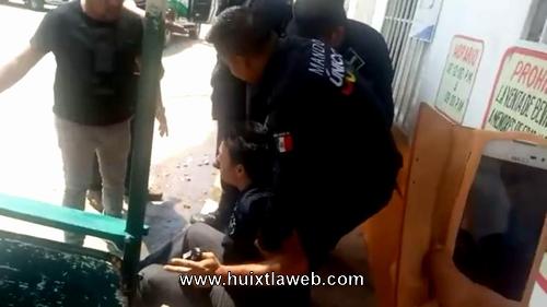 Acusan a policías de utilizar la ley del garrote en Huixtla