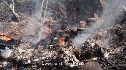 Mueren dos personas calcinadas al desplomarse avioneta en Tuzantán