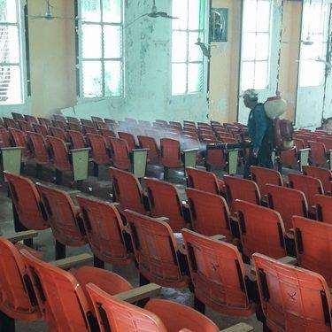 Fumigan auditorio de la casa de la cultura de Huixtla