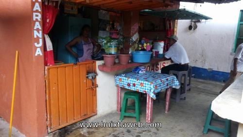 Ladrones desmantelan comercios en el mercado El Carmen