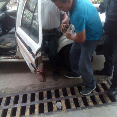 Abuelito se lesiona al abordar motocicleta