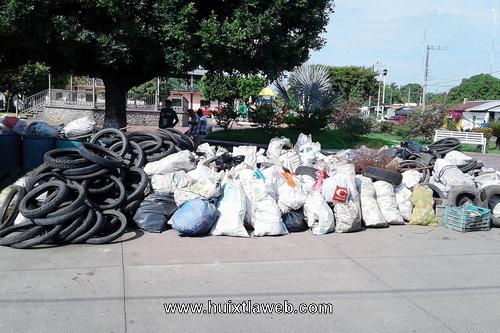 Realizan descacharrización en el municipio de Villa Comaltitlán