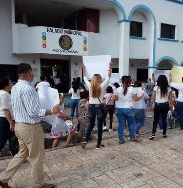 Dolor e indignación en la marcha de huixtlecos por el asesinato de joven