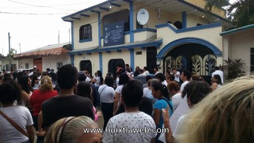 Huixtlecas marchan pidiendo justicia por asesinato de jovencita