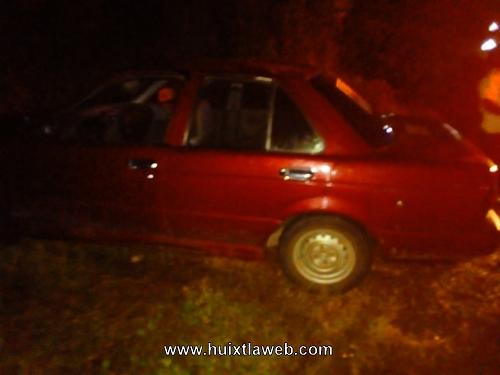 Abandonan carro accidentado salida Huixtla Motozintla