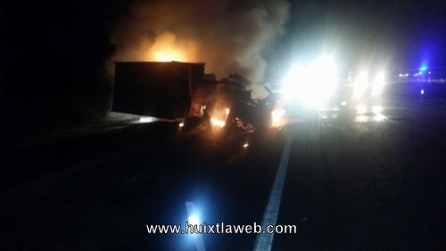 Camión se incendia carretera Huixtla a Villa Comaltitlán
