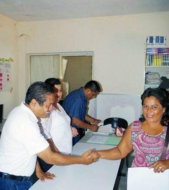 Entrega de certificados de Primaria y Secundaria de ICHEJA en Comaltitlán