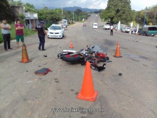 Grave motociclista Huixtleco al chocar contra vehículo salida a Motozintla