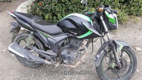 Abandonan motocicleta robada en un cañal