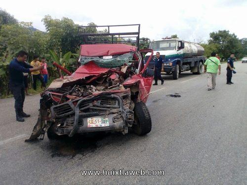 Tres personas pierden la vida en fuerte accidente carretero en Villa Comaltitlán
