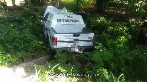 Dos lesionados al volcar vehículo de seguridad cometra en Mazatán