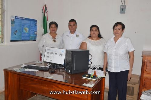 Entregan Equipos de cómputo a Escuela Preparatoria Ángel Albino Corzo de Comaltitlán