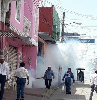 Nebulizan el centro de Huixtla contra el dengue