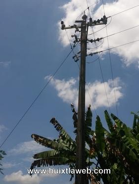 Familia a punto de morir electrocutada al reventar cable de la CFE