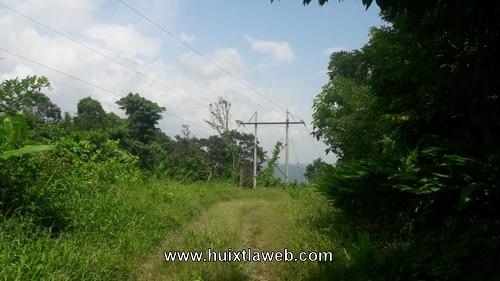 Abandonan obra de electrificación en dos comunidades de Huixtla