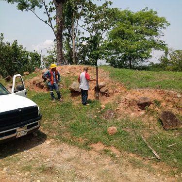 Ampliación de la red de energía eléctrica en los Laureles en Villa Comaltitlán
