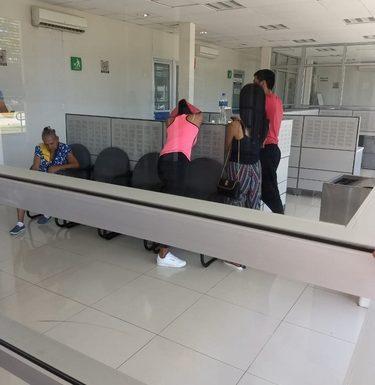 Turistas victimas del SAT en Huixtla