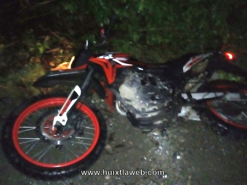 Ladrones huyen y dejan moto abandonada en zona cañera