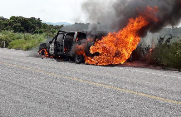 Se incendia vehículo en la costera