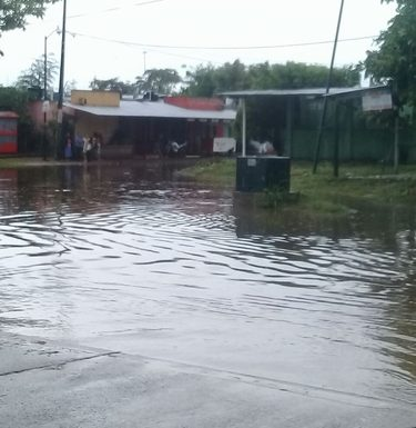 Continúan las inundaciones en Huixtla