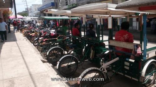 Más de cuatro años que no pagan refrendo tricicleros de Huixtla