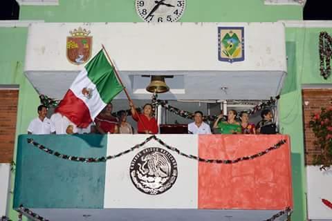 """En Villa Comaltitlán celebraron la Independencia al grito de """"Viva México"""""""