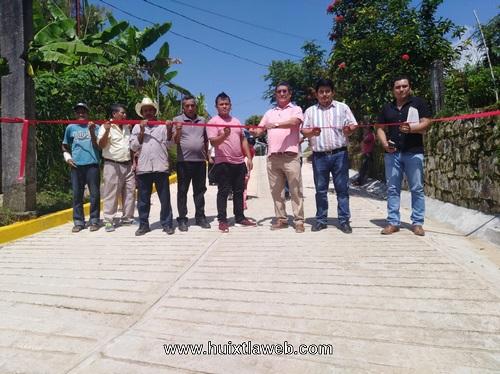 Entrega ayuntamiento de Tuzantán obra caminera en el Mango Buena Vista
