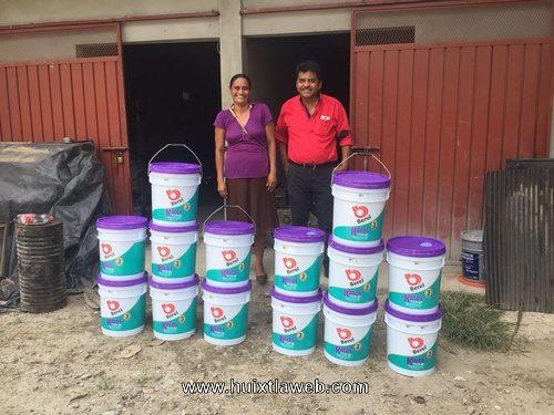 Entregan pinturas a 17 escuelas en Tuzantán