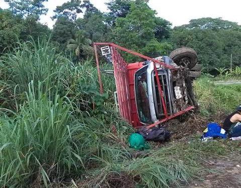 Se accidenta vehículo de anuncios espectaculares Huixtla Villa