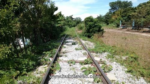 Hombres armados asaltan a migrantes en las vías del ferrocarril en Huixtla