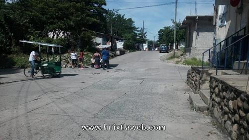 Triciclo se impacta contra camión de gas