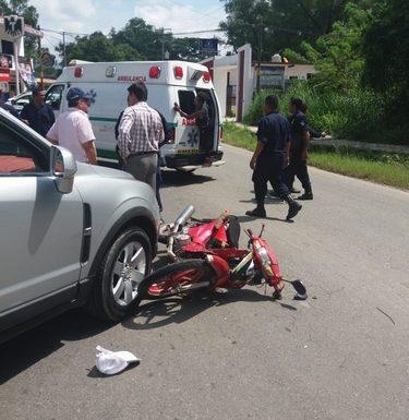 Dos heridos al ser atropellados motociclistas en Huixtla
