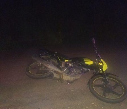 Motociclistas atropellan a mujer y a sus dos hijos en Tuzantán