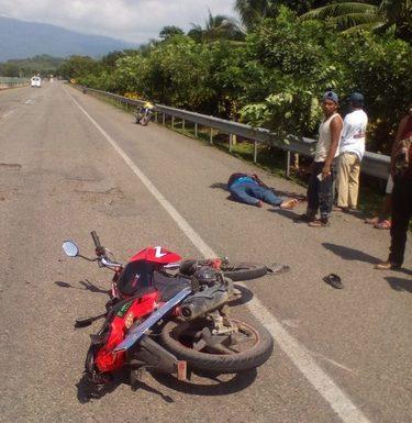 Motociclista huehueteco es atropellado por vehículo fantasma en la costera