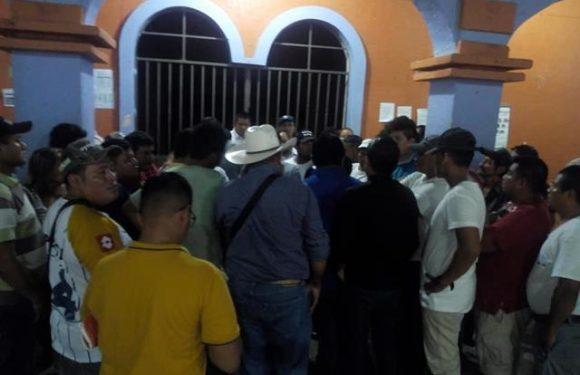 Huehuetecos liberan presidencia Municipal mediante Acuerdos
